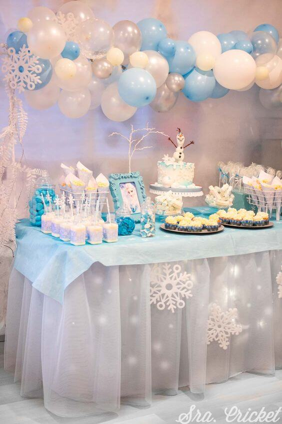 mesa de doces decorada frozen